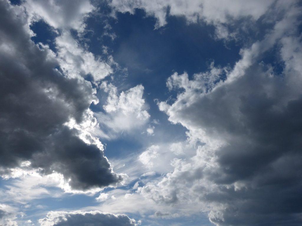 曇り,予感
