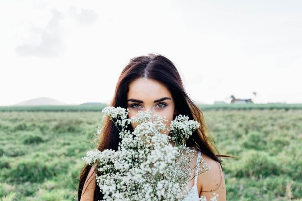 女性,草原,かすみ草